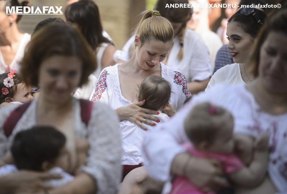 Salvaţi Copiii cere ca alăptarea în public să fie permisă şi pentru cei mai mari de doi ani