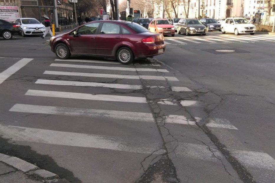 Primăria Capitalei vrea să numere gropile din Bucureşti. Soluţia găsită de autorităţi pentru astuparea lor