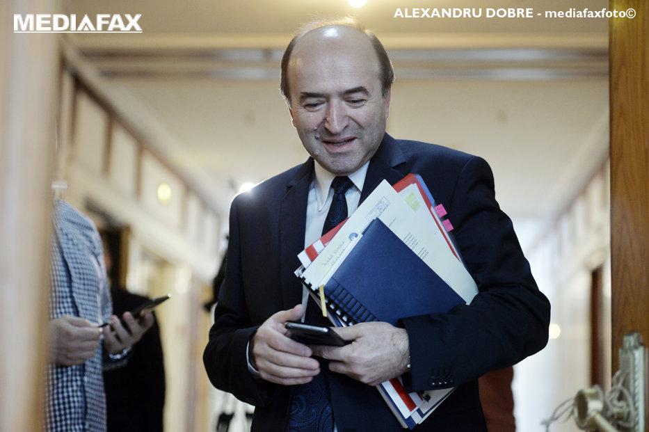 Ministrul Justiţiei relansează ofensiva împotriva lui Kovesi. Toader ia în calcul să sesizeze CCR dacă Iohannis refuză să o revoce pe şefa DNA