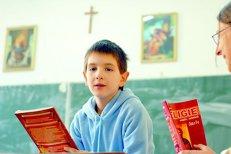 Ministrul Educaţiei a schimbat, din nou, modalitatea de înscriere la ora de religie. Ordinul a intrat, deja, în vigoare