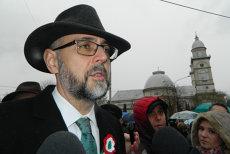 Kelemen cere clemenţă pentru primarii care au decorat localităţile cu culorile maghiare. Primarul din Sfântu Gheorghe, amendat deja cu 5.000 de lei