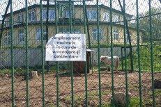 Oraşul din România unde s-a cheltuit o jumătate de milion de euro pentru un adăpost de lux pentru maimuţe, animale care însă NU există la Grădina ZOO din localitate