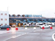 """Întârzieri masive pe Aeroportul Otopeni, din cauza ploii îngheţate. """"Nu se ştie cât va dura această situaţie"""""""