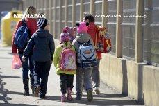 A luat 6.000 lei credit pentru o excursie cu copii săraci, de Centenar. Gestul impresionant al unui profesor din România