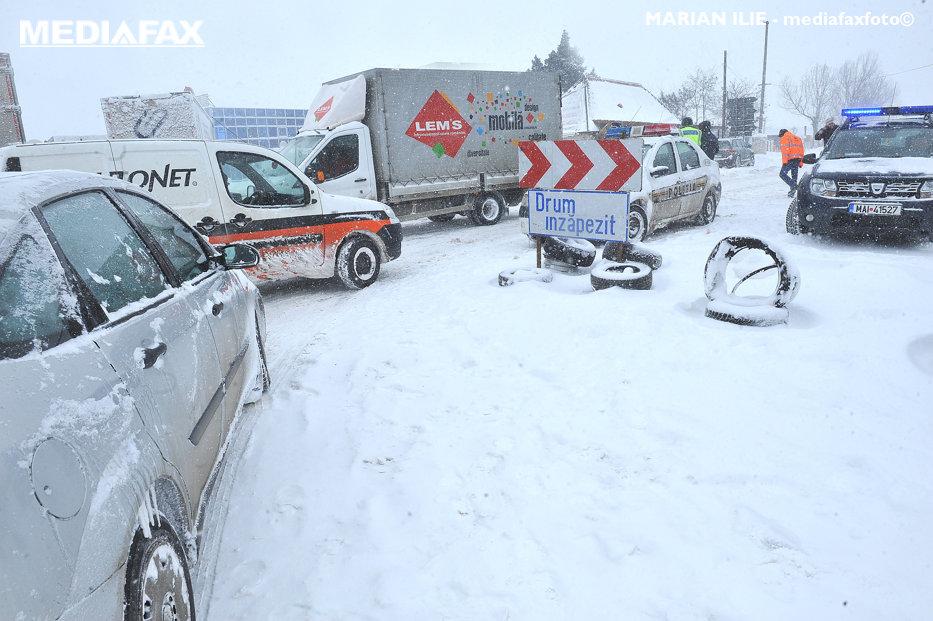 Iarnă în toată regulă în România în următoarele 24 de ore. COD PORTOCALIU şi GALBEN de ninsori, şcoli închise şi mii de pompieri gata de intervenţie. HARTA regiunilor afectate