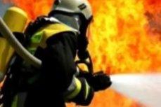 Incendiu puternic, cu degajare de fum toxic, la o fabrică din Oradea