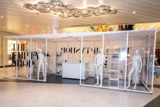 """În Bucureşti s-a deschis primul magazin complet gol. """"The Empty Shop"""