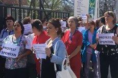 """Protest la Institutul """"Marius Nasta"""". Angajaţii unităţii medicale s-au trezit cu salarii cu până la 1.400 lei mai mici: """"Suntem expuşi riscului de îmbolnăvire şi ei ne taie sporurile"""""""