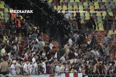 Violenţele de pe Naţional Arena: 57 de suporteri au interdicţie pe stadioane după derby-ul dintre Steaua Bucureşti şi Academia Rapid