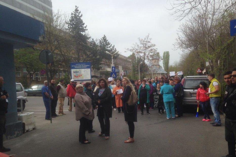 Proteste în spitalele din ţară din cauza scăderii veniturilor. Noi negocieri cu miniştrii Sănătăţii şi Finanţelor