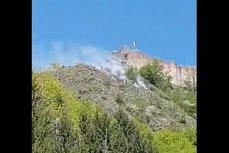 Zeci de turişti evacuaţi în urma unui incendiu izbucnit lângă Cetatea Poenari