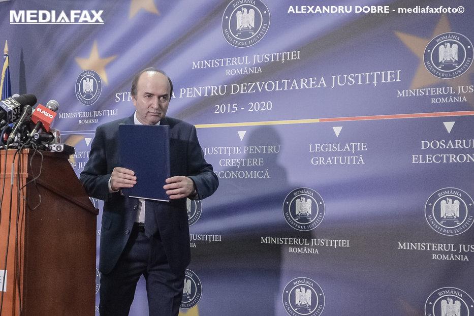 """Mutarea prin care Guvernul vrea să-l scoată pe Iohannis din cărţi în scandalul DNA. Ministrul Justiţiei: """"Astăzi sesizarea ajunge la CCR"""""""