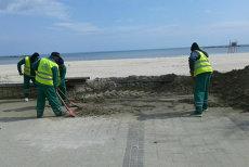 Premieră în România: Turiştii care aruncă gunoi pe plajă pot fi reclamaţi pe WhatsApp. Mesajul prin care vor fi avertizaţi să păstreze curăţenia