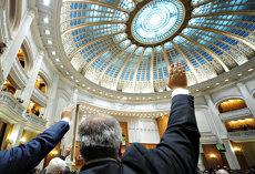 CCR decide joi pe sesizarea lui Iohannis a Legii privind statutul funcţionarului public parlamentar