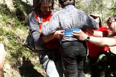 VIDEO cu femeia şi copilul salvaţi de pe Jepii Mici, un traseu pe care accesul era interzis
