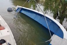 Un grup de turişti, la un pas de o tragedie: o barcă cu 15 persoane,  în care se aflau şi trei copii, s-a răsturnat pe Dunăre