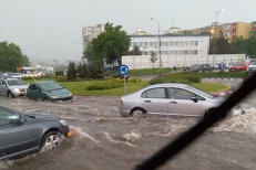GALERIE FOTO de la potopul din Piteşti: Mai multe instituţii, între care Curtea de Apel, inundate