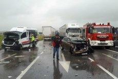 Accident grav în Timiş. Un microbuz cu 17 elevi la bord s-a ciocnit cu un autoturism