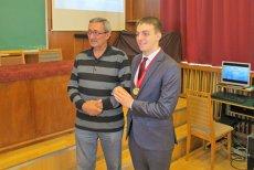 Un român medaliat cu aur la una dintre cele mai dificile competiţii de fizică din lume pleacă din ţară. Ce planuri are elevul din Constanţa