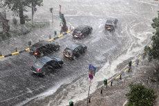 Cod galben de ploi şi grindină în aproape jumătate din ţară. Lista judeţelor afectate