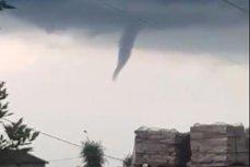 Început de tornadă, filmat deasupra Timişoarei în timpul unei furtuni VIDEO spectaculos
