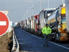 Circulaţia maşinilor de mare tonaj este interzisă luni pe mai multe drumuri naţionale şi pe A2
