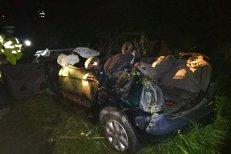 Accident pe DN 59 B în Timiş, între Uivar şi Pustiniş. Un autoturism a ieşit de pe şosea şi s-a răsturnat: 5 morţi şi un copil rănit
