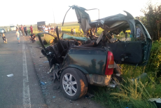 Accident pe DN2, între Siret şi Bălcăuţi, Suceava. Un autoturism a lovit un autocar şi un TIR FOTO
