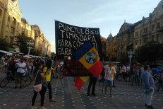 Peste o mie de protestatari au fost în Piaţa Victoriei, după decizia CCR în cazul Kovesi. Sute de oameni au protestat şi la Timişoara, Iaşi şi Braşov