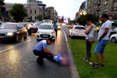 O poliţistă de la Brigada Rutieră, acroşată în Piaţa Universităţii din Bucureşti de o maşină, după ce l-a avertizat pe şofer că trecuse pe roşu