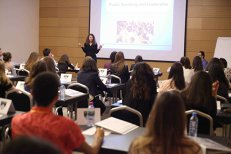 CCR a stabilit vârsta până la care pot munci femeile din România