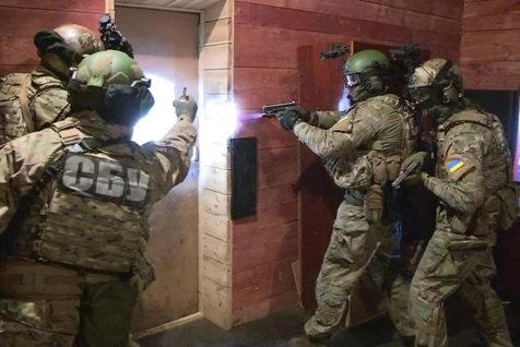 Reacţia MAE, după ce Securitatea din Ucraina a intrat în forţă într-un Centru Cultural Român din Cernăuţi. Ce prezenta harta care i-a înfuriat pe ucraineni