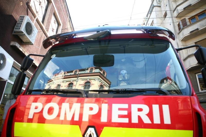 Un tânăr din Petroşani a murit după ce s-a aruncat de la etajul 10 al unui bloc cuprins de flăcări