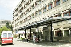 Momente şocante dintr-un spital din Braşov: Asistentă medicală, dată cu capul de pereţi şi îmbrâncită de un pacient care încerca să fugă din spital