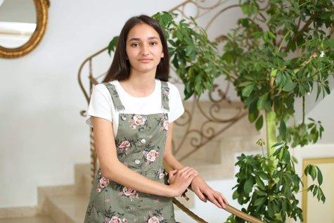 Monica Trocan, o elevă cu nota zece la evaluarea naţională, vrea să devină medic.