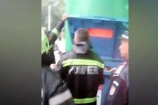 Doi copii, salvaţi dintr-un tomberon de gunoi de pompieri în Reşiţa