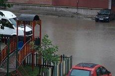 VIDEO de coşmar cu ploaie torenţială care a inundat în câteva minute oraşul Reşiţa