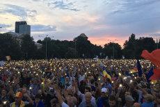 Mii de oameni, protest în Piaţa Victoriei. Traficul a fost deviat. VIDEO