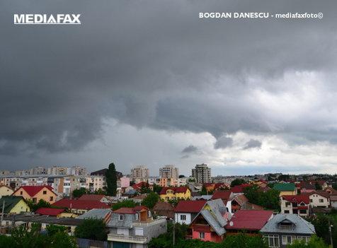 Capitala şi 22 de localităţi din 14 judeţe, afectate de ploi şi vânt puternic