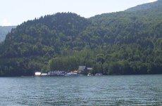 Pompierii intervin să salveze 25 de persoane de pe un vapor pe lacul Izvorul Muntelui