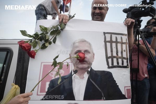 Protest Piața Victoriei portretul lui liviu dragnea