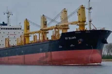 O navă cu 22 de marinari ROMÂNI la bord, REŢINUTĂ în Franţa. Liderul SLN: Condiţiile de muncă şi viaţă la bord sunt INUMANE