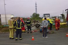 Accident cu patru MORŢI în judeţul Bihor. Şoferul unei maşini s-a răsturnat cu maşina într-un şanţ