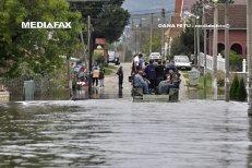 Inundaţiile pun în continuare probleme. Trafic OPRIT pe trei drumuri naţionale, pe patru se circulă greu