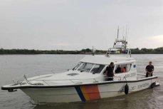 Opt turişti români S-AU RĂSTURNAT cu barca în Dunăre