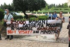"""Protest la Ministerul Mediului din cauza mirosului de GUNOI. """"Nu putem ţine geamurile deschise vara, situaţia este FOARTE GRAVĂ"""""""
