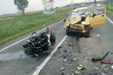 Poliţist pe motocicletă, SPULBERAT de un automobil care circula PE CONTRASENS
