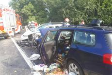 Şapte persoane, între care doi copii, RĂNITE într-un accident la Hunedoara