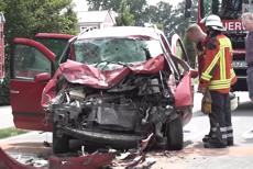 Şapte români răniţi într-un accident în Germania. Autoturismul lor S-A CIOCNIT FRONTAL cu un tractor
