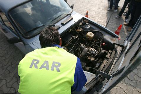 Dădeau ITP-ul pe şpagă pentru maşini cu probleme aduse din Anglia. Angajaţi ai RAR Gorj, reţinuţi pentru fapte de corupţie